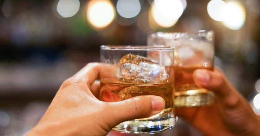 Delhi Government reduces the legal drinking age from 25 to 21