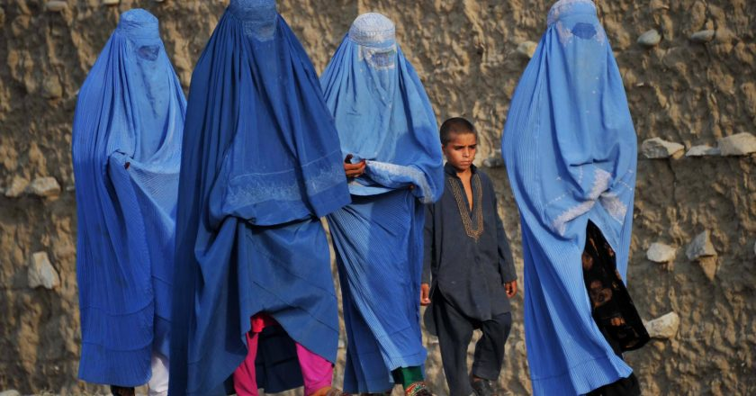 Taliban started to rule in occupied areas: Women will not be able to go out alone